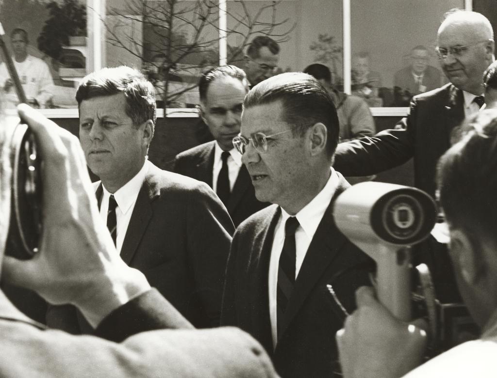 Джон Кеннеді, Президент США.